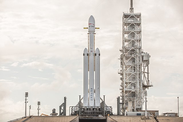 640px-Falcon_Heavy_Demo_Mission_(38583829295).jpg